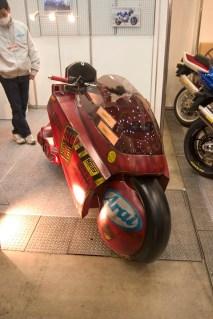 Une tentative de replica de la moto de Kaneda (Akira). La carrosserie est plastifiée.