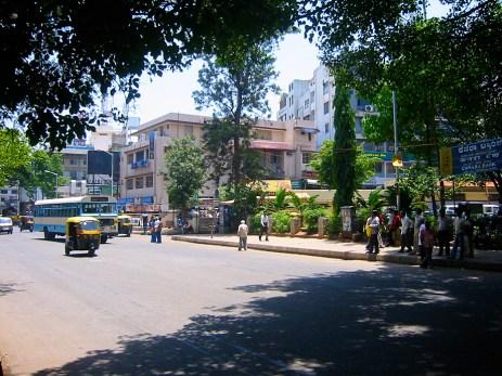Rue du centre-ville de Bangalore, près de l'hotel