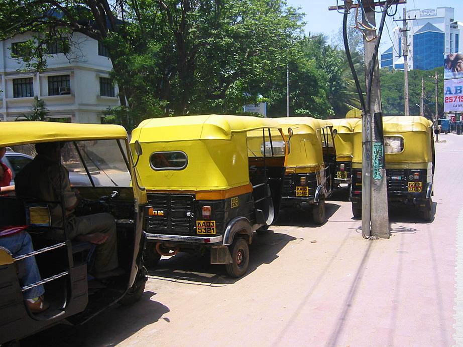 une série de Rickshaw. le prix de la course est à négocier.