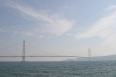 Au dela de ce pont, Shikoku et la prefecture de Kagawa (reputee pour ses Udon). Territoire encore inconnu pour 3 d'entre nous. Ce pont long de 2kms separent la mer interieur de Shikoku de l'ocean pacifique. Les tourbillons du au courant y sont apparemment furieux...