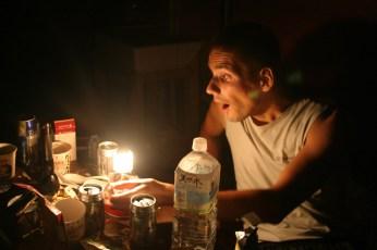 Le Golgot reussit l'exploit d'allumer la lampe du Butagaz. Lolo et Pieru ont echoue apres multiples tentatives.