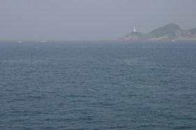 Le phare de Misaki. La mer est calme, tant mieux.