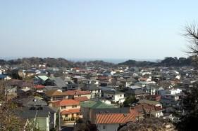 Ca ne nous a pas empêché de faire un petite promenade dans les montagnes de Kamakura. Ici, une vue du haut de la montagne.