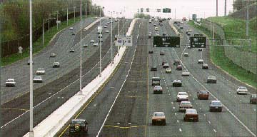 Photo of I84, CT, showing HOV lanes in the center of a multilane highway