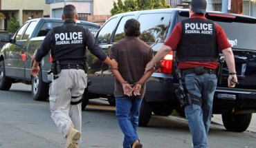 ICE agents arrest an immigrant in Southern California - Photo: ICE.
