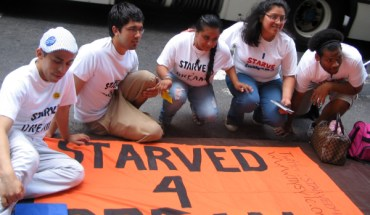 5 hunger strikers in front of Sen. Schumer's Office - Photo: Cristina DC Pastor