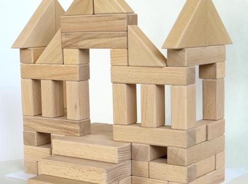 castel construit din cuburi din lemn de fag natur
