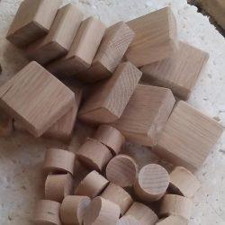am slefuit toate cuburile din stejar pe fete si am tesit toate muchiile