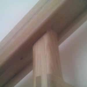 aspectul coltului suportului stratificat din stejar
