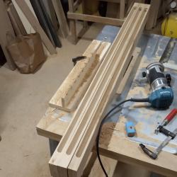 asa arata cele trei module ale lustrei din stejar masiv dupa ce am frezat canalele pentru montajul benzilor cu led si a fasiilor de plexiglas
