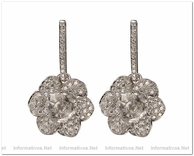 White Gold & Diamonds Gardenia Earrings