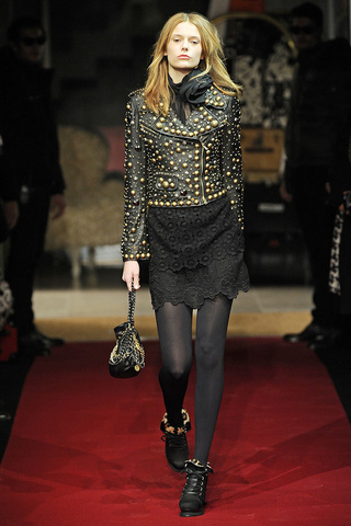 moschino_cheap___chic___pasarela_6364557_320x480