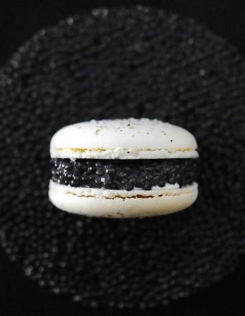 Le-macaron-caviar-de-chez-Prunier