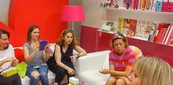 LG presenta LG G5 rosa con Agatha Ruiz de la Prada.