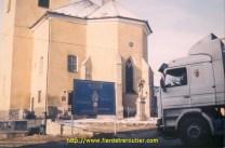 En Bulgarie, notre chauffeur hésite devant la pancarte, prière ou pas???