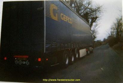 Sur la route entre Cork et Macroom, elle a dû être élargie depuis...