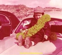 Me voici à 2 ans sur la Dauphine de mes parents.