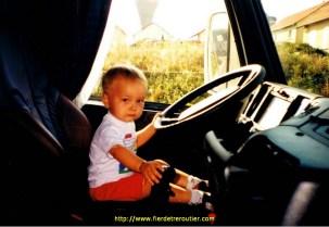 Louis 1 an, dans le Volvo FH16.520