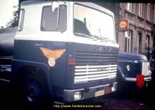 Scania LB 140 super immatriculé en 1970 Le Volvo 495 en arrière plan