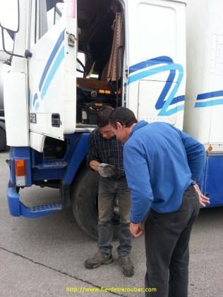 contrôle de l'huile avec Pascal à Villemotier