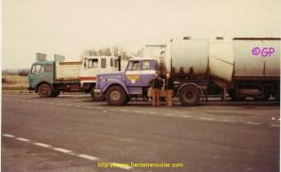 Le Scania de Gaby et le Bedford de Bernard Wauthier sur un parking