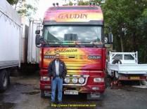 Denis avec son Camion Le Bohémien.