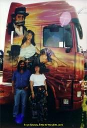 Cecile avec les memes habits que sur le camion à son pere en angletterre en 2000