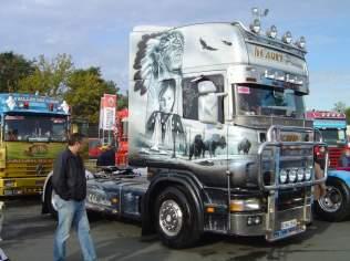 En 1987 Denis venait d'acquerrir le 1425 et debutait les concours de camions décorés avec Cherooke qui avait a l'epoque un Iveco decoré.