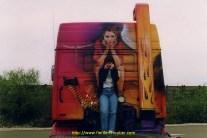 La jolie Cécile prend la meme pose sur la paroi arrière de La Gitane