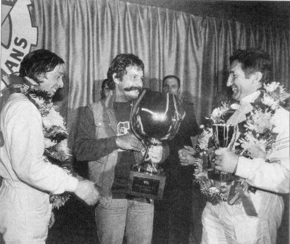 Remise de la coupe du vainqueur du Mans 81