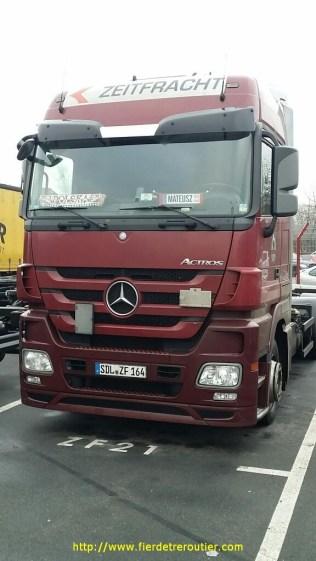 Transporteur est-allemand et conducteur polonais pour faire du Frankfurt/Berlin