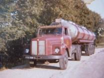 Citerne 26 compartiments en direction du PORTUGAL scania 110 MAI 1981