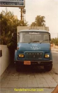 le petit SM8 bleu du dépanneur local saviem à bagdad