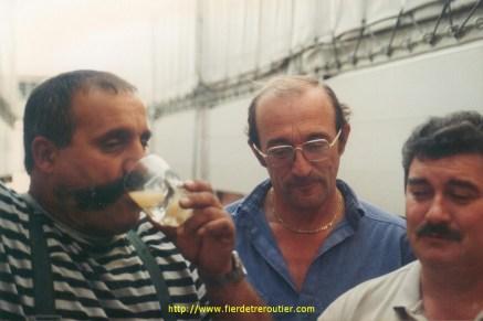 """A gauche avec le verre de pastis, Marco (74) dit """"LEGIONNAIRE"""", Azzopardi (iochum) et Jacky Sian alias mr minitel rose (iochum)"""