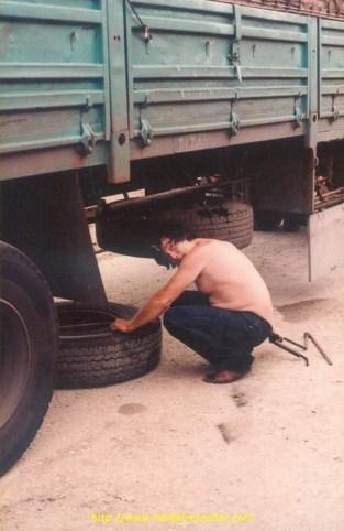 Changer une roue par 40° à l'ombre : le pied!