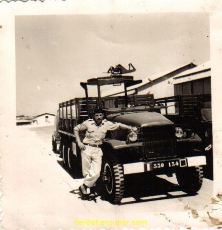 en allemagne au 411 d artillerie a mulen baden en 58,on remarquera la tourelle, sur le GMC,pour installer une mitrailleuse