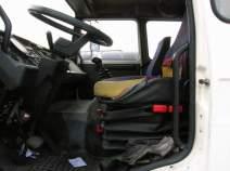 La place pour le chauffeur était limitée, les gabarits de plus de 1m75 voyaient bien le poste de radio.