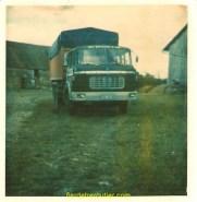 le 1er camion attitré de mon pere, un Berliet 250 ancien tracteur reconfiguré (oui ce patron était le roi du bricolage) c'était vers les années 75
