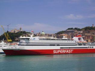 Un des ferries utilisé sur la relation Italie Grèce au port à ANCONE