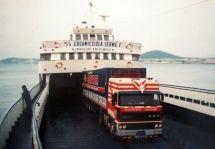 Petit ferry entre Naples et l' île d'ISCHIA pour aller livrer de l'eau minérale d'EVIAN !