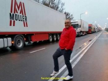 Et Sven tout sourire sur la ligne-frontière entre la Hongrie et la Roumanie