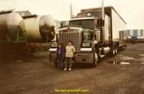 Mon fils et une de mes filles aux transports Wauthier, superbe W900!