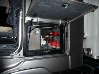 Les coffres sont eux très bien conçus : ils sont vastes et s'ouvrent facilement à l'aide d'une goupille à l'intérieur.