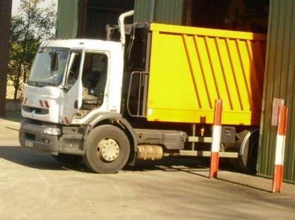 On peut inclure aussi pour la collecte les camions de poubelles