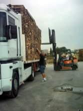 Une fois déchargés nous partons non loin de là, à Castelnau-le-lez dans une fabrique de pallettes charger un complet de pallettes.