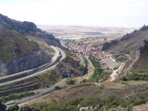 Pancorbo au 1er plan, et les axes filant vers la Castille, Burgos....