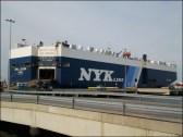 """Il est beau mon bateau, enfin """"mon cube"""", bateau spécialisé dans le transport de voitures"""