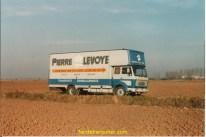 admirez ce beau mercédés 1219 carrosserie LABBE à LAMBALLE, il en a fait des déménagements!