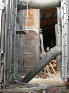 Le camion est plein, il faut mettre les tuyaux pour la 2eme remorque