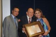 El Lic. Jorge Espinosa de los Monteros y su esposa Rebeca Padilla